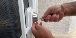 Main Situations to Call a Car Key Locksmith